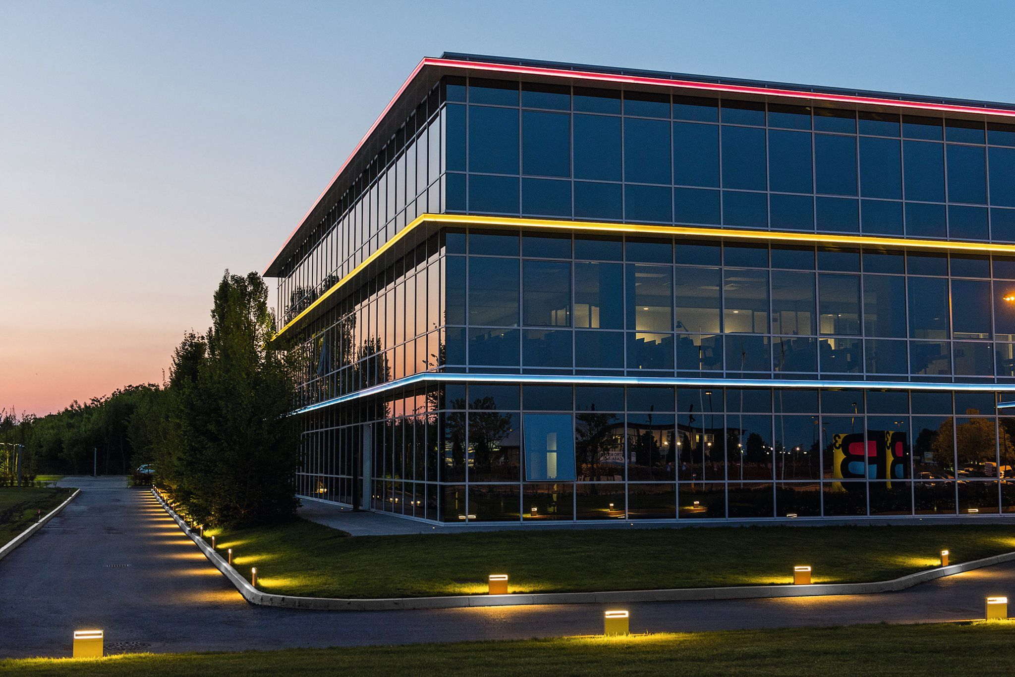BCUBE Group looks to the future: the most modern principles of sustainability have guided the choices for the new headquarter in Casale Monferrato. #Simeslighting Cool #Bollards outline the external paths, contributing to the elegance of the project.  We thank Studio Pession Associato. Photo by Davide Bozzalla. #justlight #light #lighting #design #lightingdesign #outdoor #outdoorlighting #gardenlighting