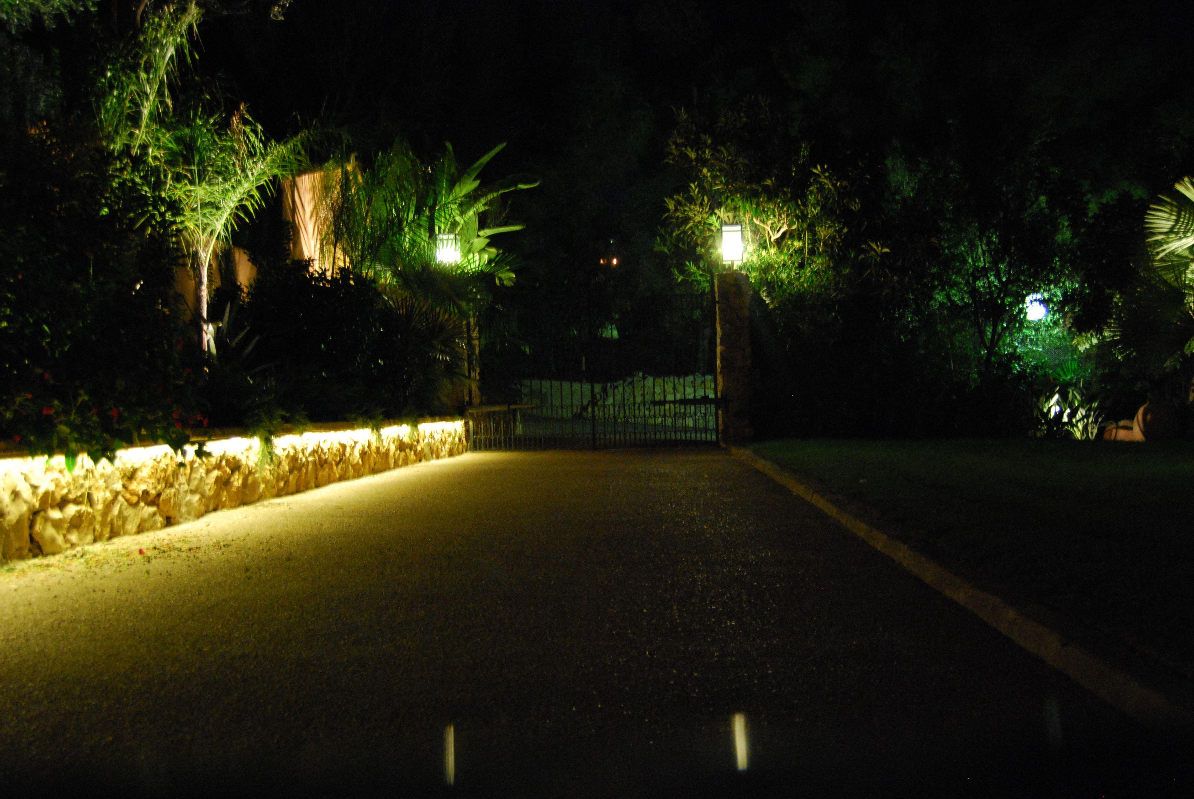 Led verlichting voor buiten geeft meer diepte aan een tuin