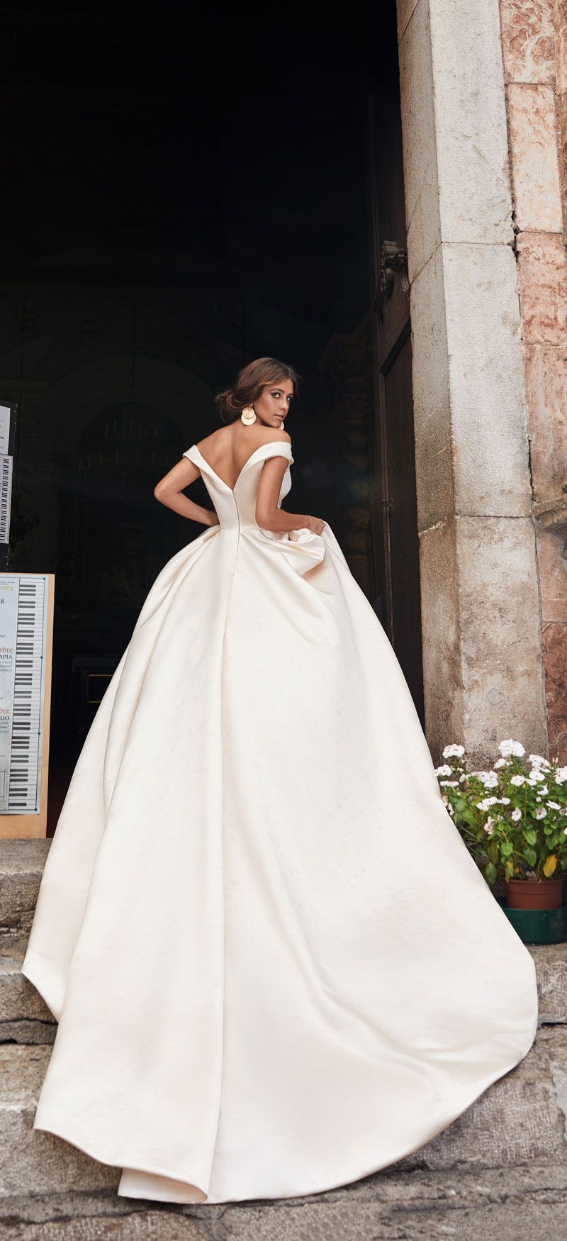 Stunning ball gown wedding dress inspiration