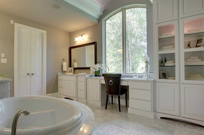 Master bathroom huntington homes new homes for sale