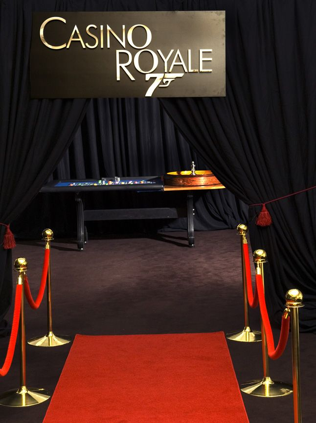 Casino royale centerpieces casino royale themed party for Decor 007