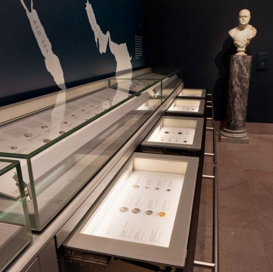 Exhibition Display Units : Museum drawer units for museums by goppion horizontal