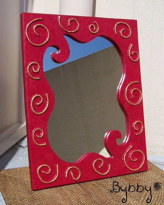 Cadre Miroir En Carton Spirales Rouge Et Or Muebles De Carton Cajas Decoradas Espejos