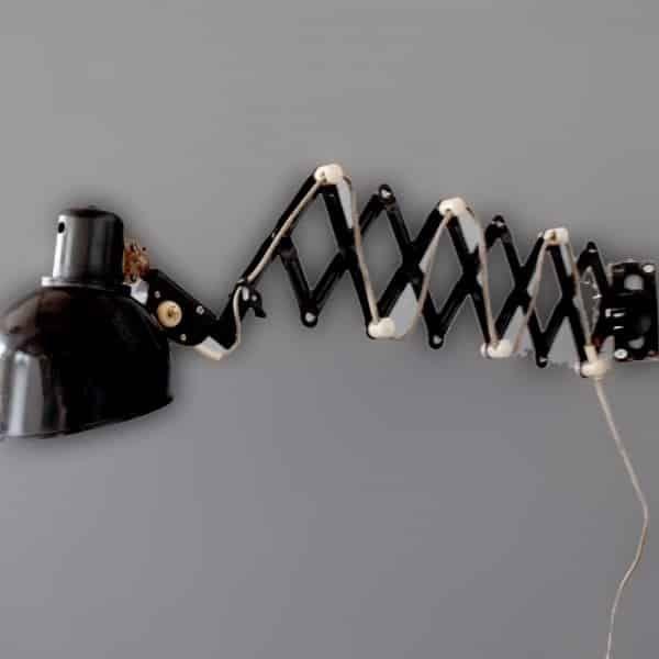 Scherenlampe no. 210 - works berlin...restauriert und verkauft original vintage industriedesign möbel und fabriklampen – industrielampen. Alle unserer vintage industriedesign möbel wie Arztschränke - Arztschrank sind entweder abgebeizt oder im shabby originalzustand belassen. Desweiteren verkauft works berlin weitere möbel im echten industriedesign – spinde die als garderobenschrank oder abstellschrank verwendet werden. Unsere abgebeizten spinde und vintage industrie kommoden verleihen jedem…