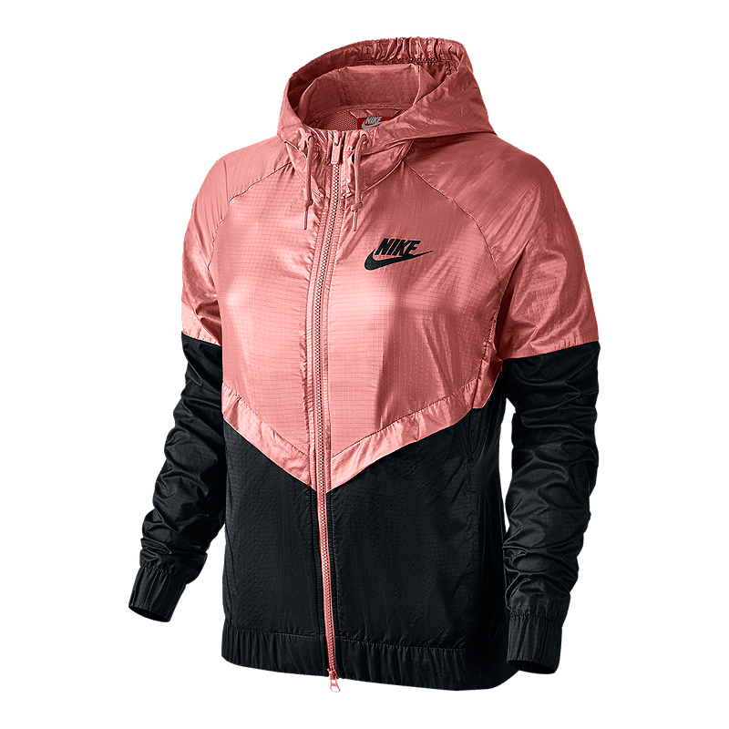 A legendary look gets a playful makeover with the Women's Nike Sportswear  Windrunner Jacket. Featuring