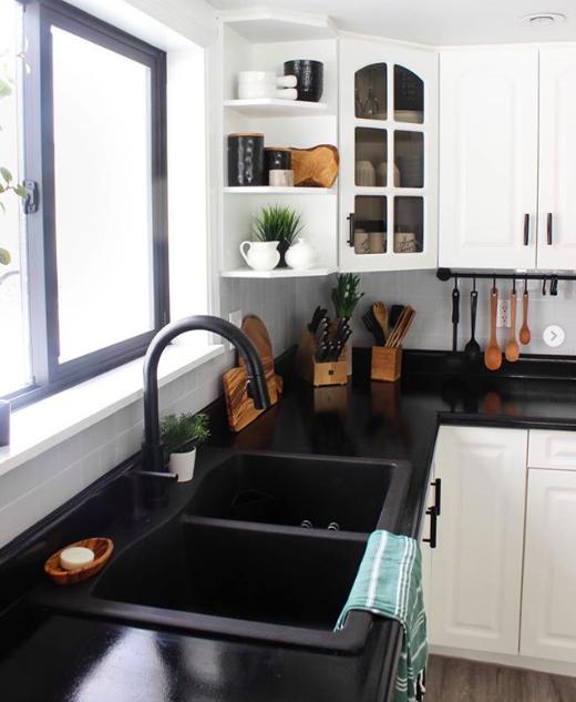 10 Pics That Prove Black Sinks Are The Coolest New Kitchen Trend Black Countertops Kitchen Design Modern Kitchen Design