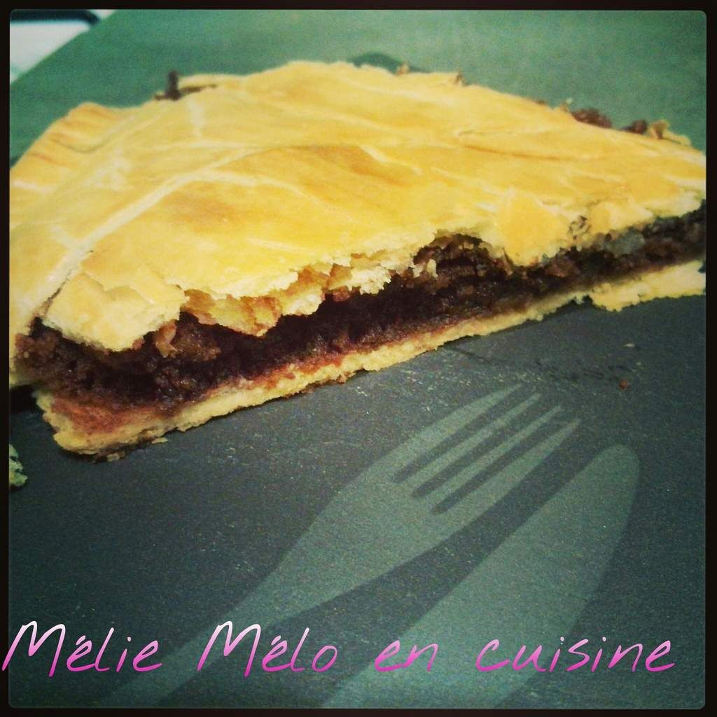 http://meliemeloencuisine.over-blog.com/2014/01/galette-des-rois-frangipane-et-chocolat.html