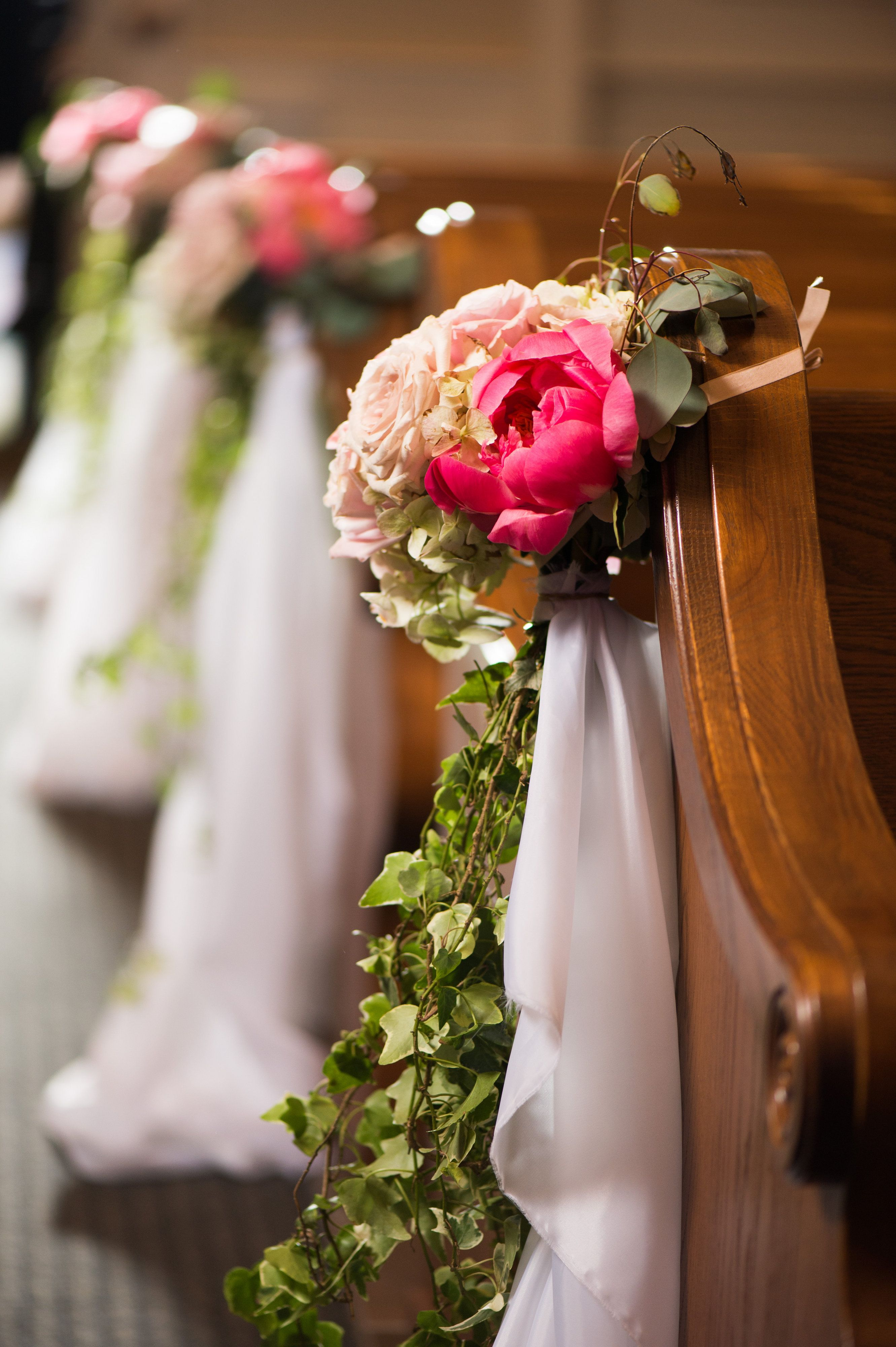 Lining The Isle With Blooms Galore At Sunset Ballroom At Chesapeake Bay Beach Club Flowers Http Intrigue Pastel Wedding Chesapeake Bay Beach Club Florist