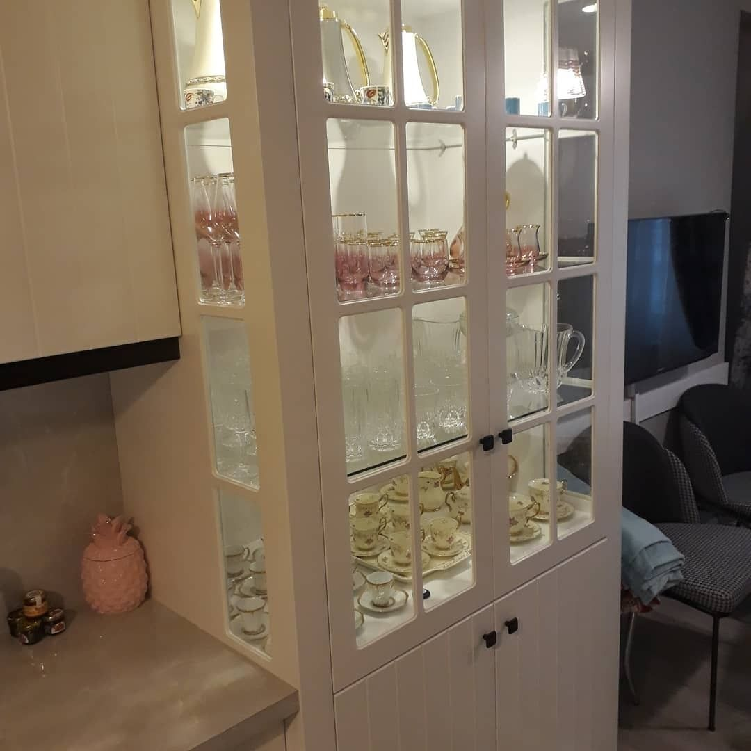 LAKE BOYAMA, cam vitrin, döküm kulplu mutfak dolabı