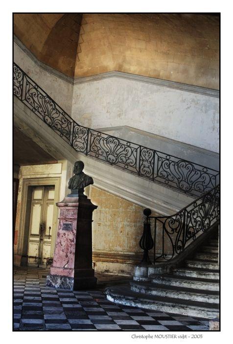 Une des deux cages d'escaliers de l'Hôtel-Dieu de Marseille. Architecte : Mansart.