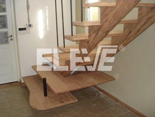 Escalera con estructura y pelda os en madera de angel n for Planos de escaleras de hierro
