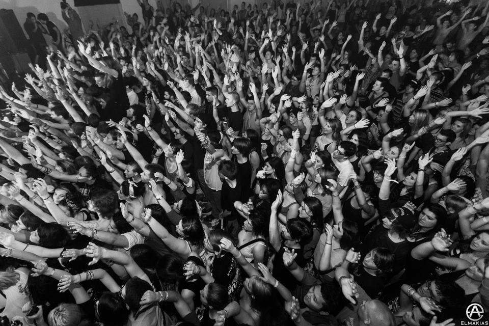 Mosh pit!   Warped tour, Mosh pit, Music concert