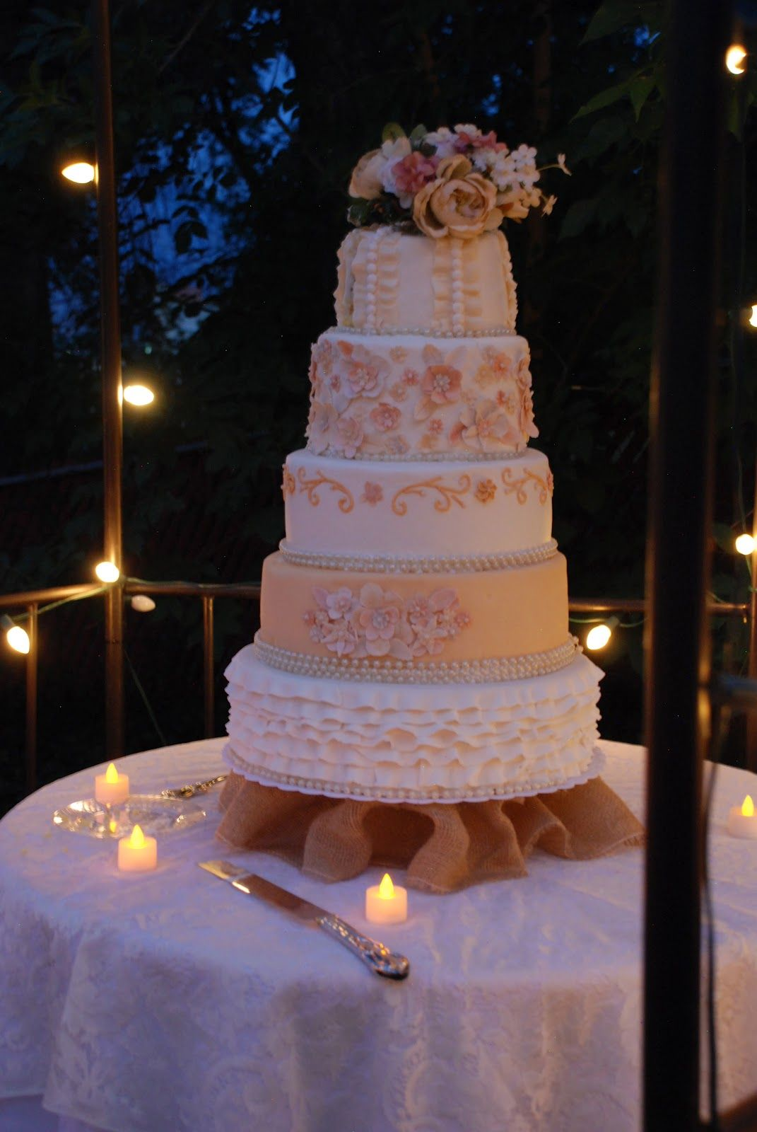 The Shumakers: The most gorgeous wedding cake!