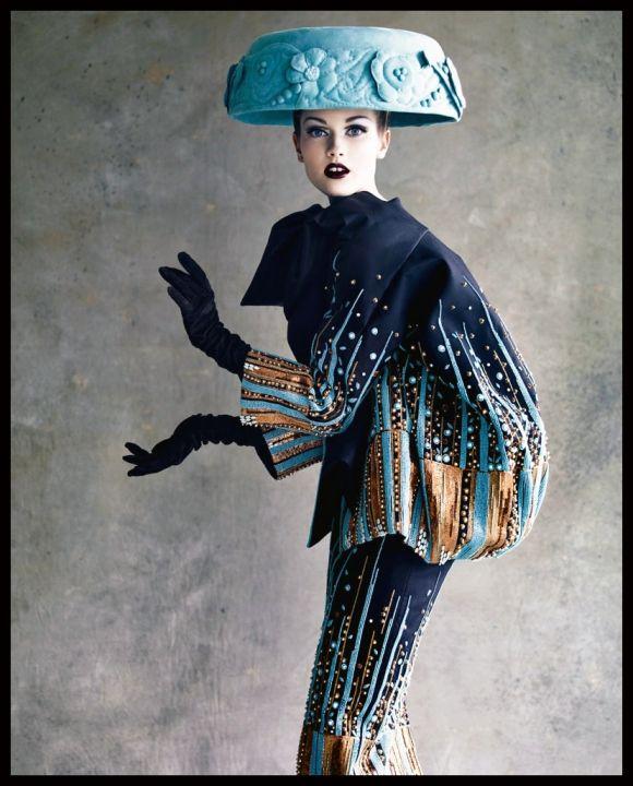 Haute hat. Dior Couture. Ph. Patrick Demarchelier.