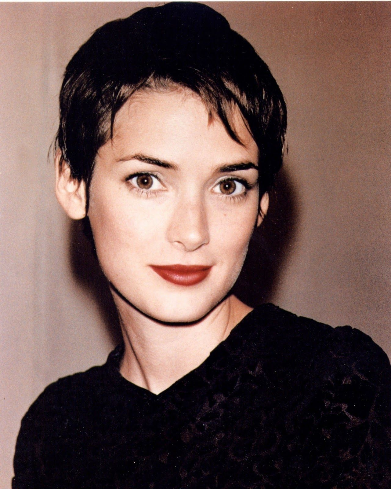 Life On Mars Beauty Through The Decades 90 S Winona Ryder Hair Winona Ryder Style Winona Ryder