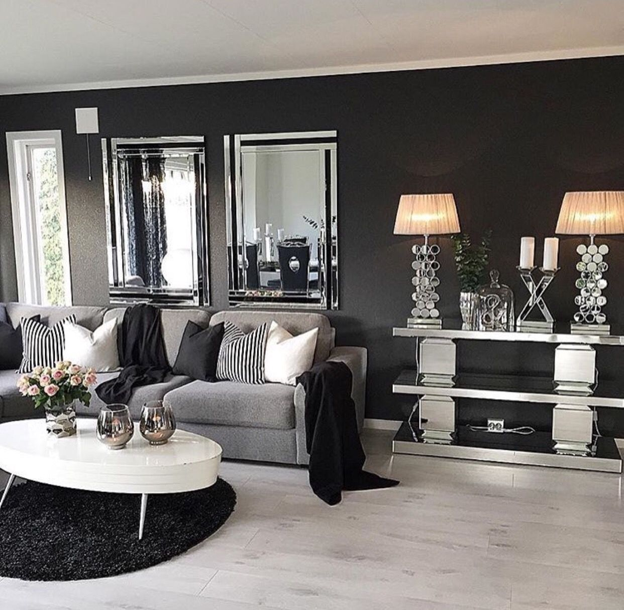 Make your tiny living room look and feel larger than life with our smart design tricks, from clever multifunctional furnishings. Pin by Tayler on Mi salita :)   Living room grey, Black ...