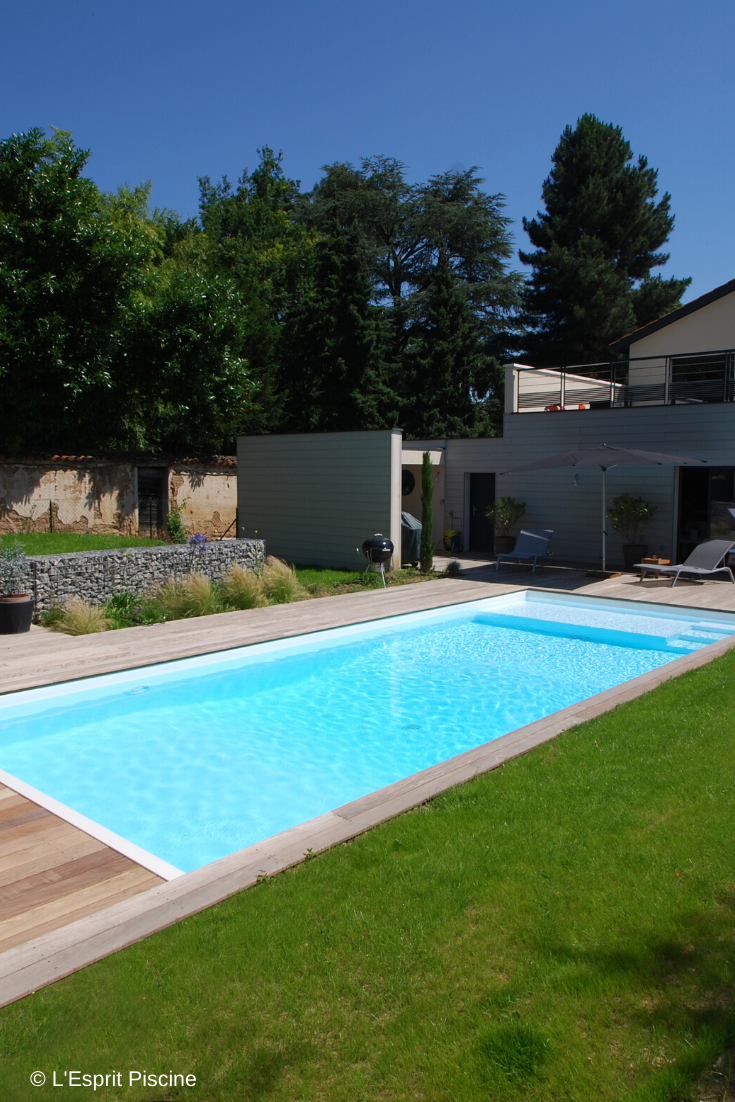 Realiser La Construction D Une Piscine Sur Un Terrain En Pente Possible Guide Piscine Fr Terrain En Pente Piscine Et Jardin Piscine Enterree
