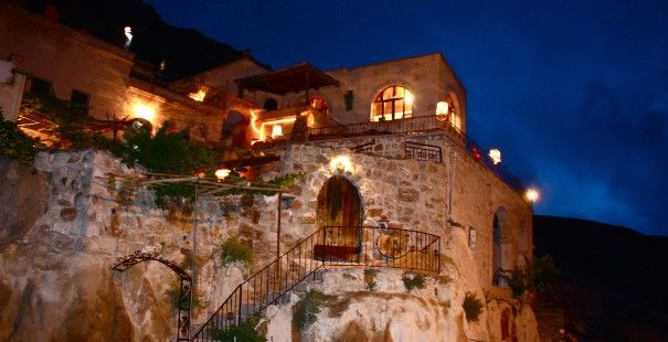 aussergew hnliche hotels cappadocia village house abendstimmung besonders reiz. Black Bedroom Furniture Sets. Home Design Ideas