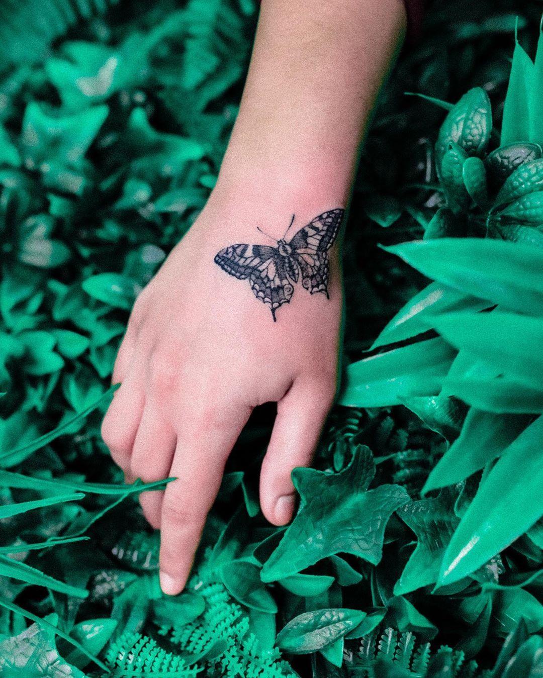🦋🦋🦋 📸 @matkoboska  #łódź#łdz#eudezet#offpiotrkowska#tattoo#illustrationblackworkers#blackwork#tattrx#darkartists#polishgirl#inkstinctsubmission#inkedmag#taot#tatts#tattooed#tattoodo#blackwork#equilattera#blacktattoomag#blacktartoo#tattoo#blacktattooart#blackworkerssubmission#wowtattoo#onlyblackart#blxckink#theartoftattoos#polandtattoos#balmtattoopolska