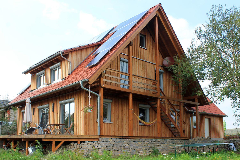 Einfamilienhaus holzhaus satteldach schleppdach for Architektur einfamilienhaus satteldach
