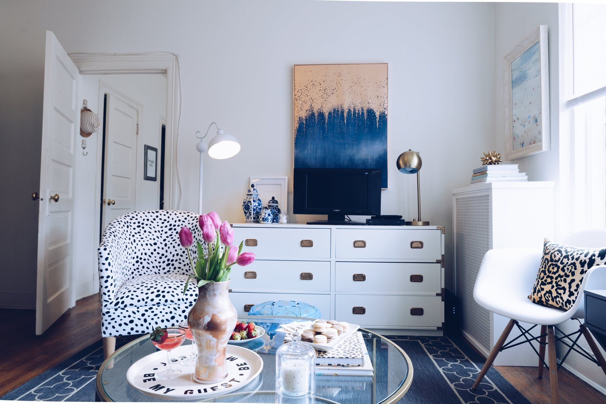 A 20 Something Fills Her Dc Apartment With Craigslist Finds One Bedroom Apartment Dc Apartments Apartment Decor