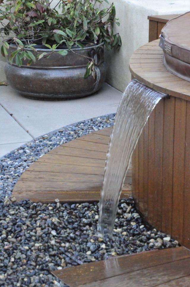 brunnen garten mediterran wasserfall kies holz whirlpool | Garten ...
