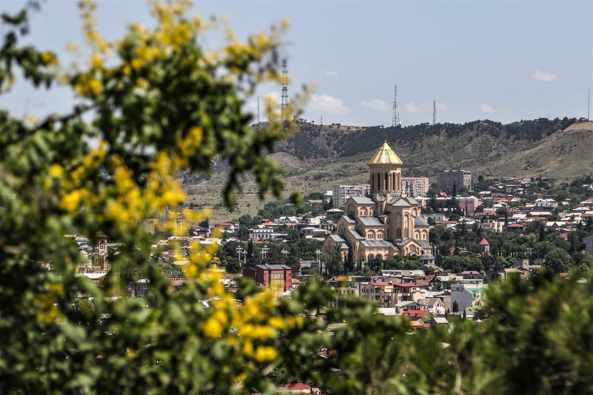 Georgias Hovedstad Tbilisi Er Et Eksotisk Og Annerledes Reisemal En Storby Pa Terskelen Til Den Moderne Verden Her Er Klubbkultur Vi Tbilisi Lanzarote Reise