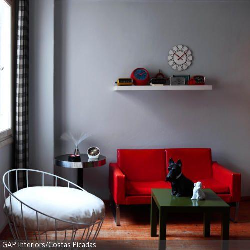 rote couch im retro-look | rot- grün, grau und rot - Wohnzimmer Ideen Rote Couch
