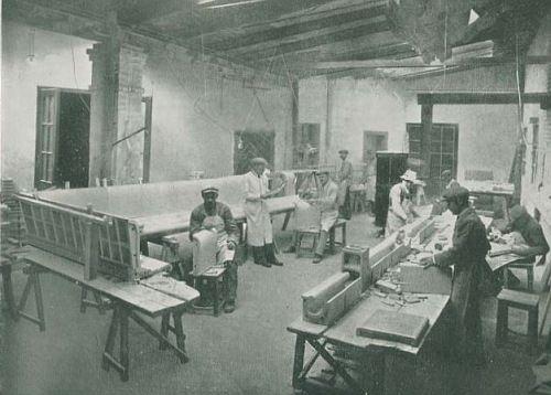 Žolnai (mađ. Zsolnay), pun naziv Zsolnay Porcelánmanufaktúra Zrt (Žolnai proizvodnja porcelana) je mađarska fabrika, osnovana 1853. Fabrika je specijalizovana za proizvodnju keramike, porcelana i opekarskih proizvoda.