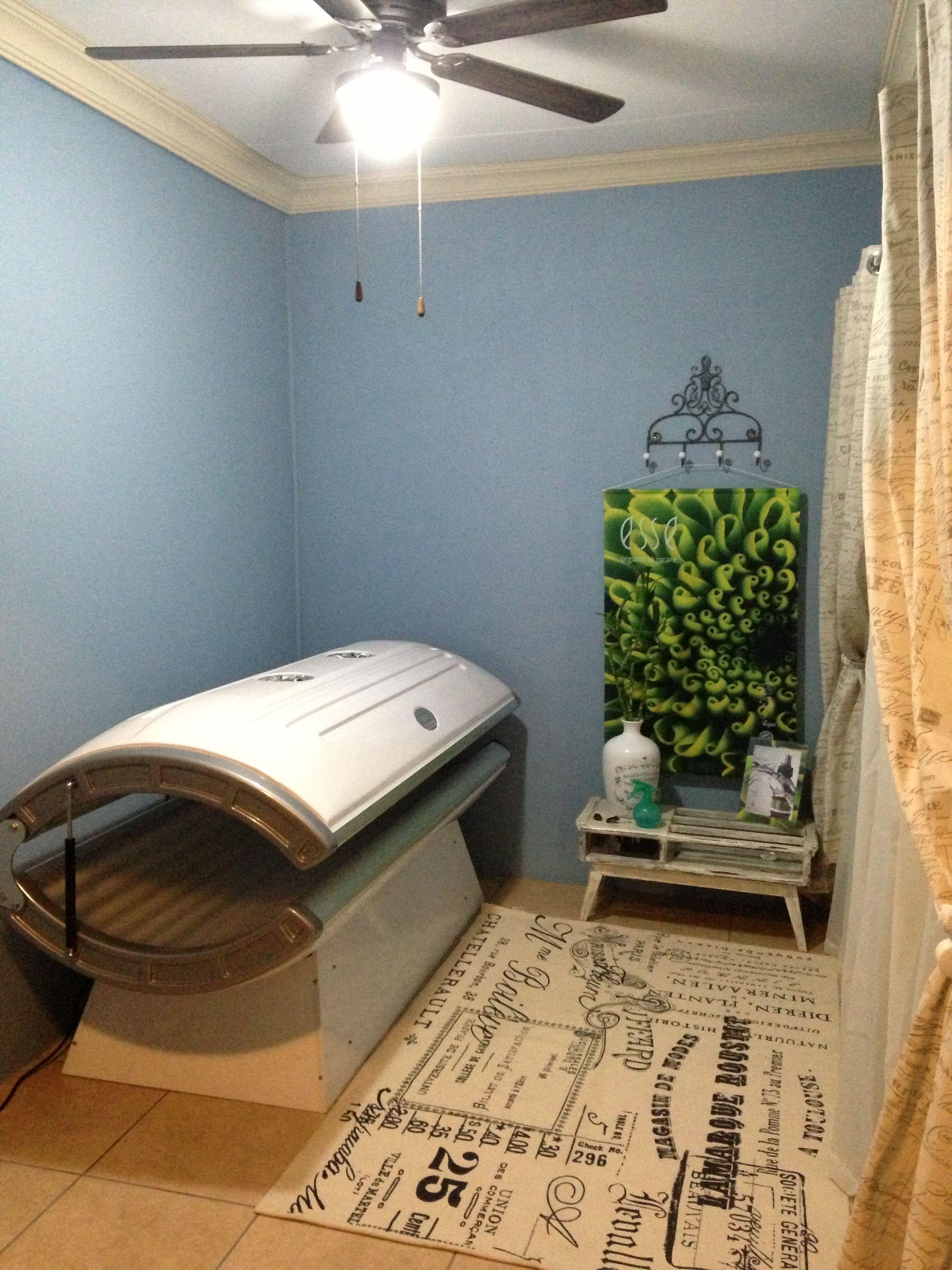 Sunbed room Tanning room decor, Tanning room, Tanning