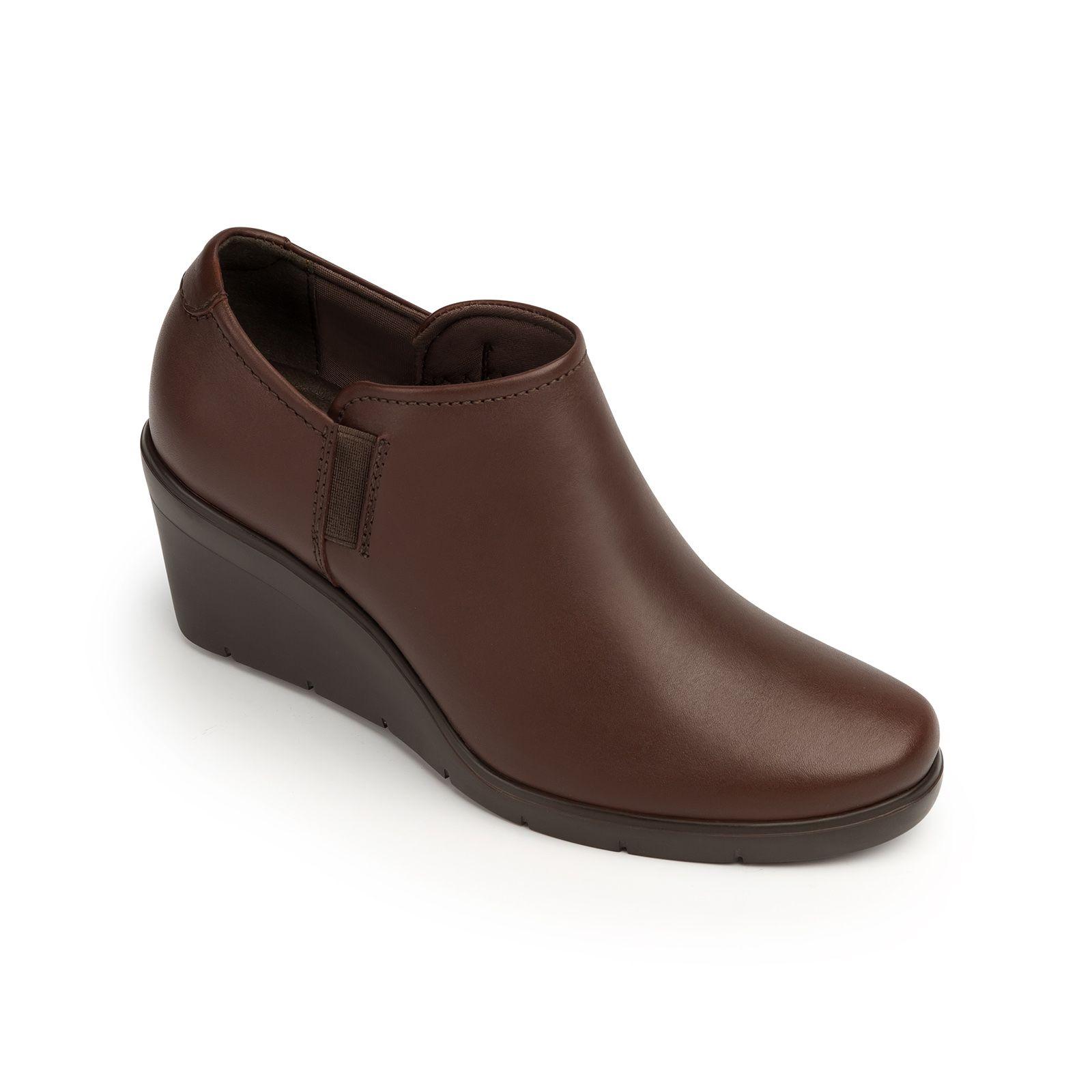 Nueva línea de zapato casual-formal con suela Extraligera de cuña y  detalles dentados. Presentada en pump 0bdf39802e7f