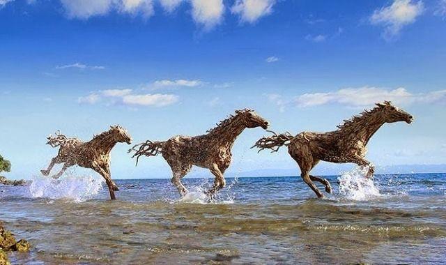Top 9 des incroyables sculptures de chevaux en bois, par James Doran ...