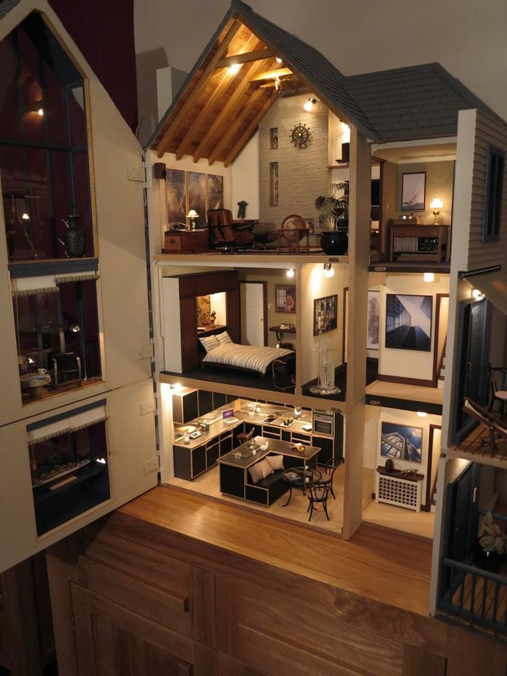 Lakeview House, Dolls House Emporium by Mike Adamson - Dolls' Houses Past & Present #dollhouse