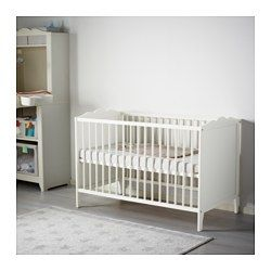 ikea hensvik babybett der bettboden kann in zwei. Black Bedroom Furniture Sets. Home Design Ideas