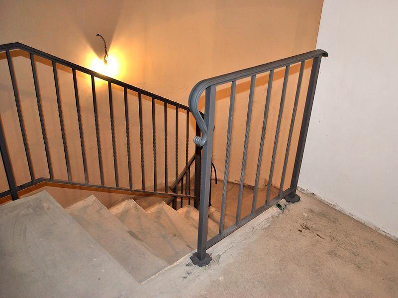 Ringhiera in ferrobattuto per scale interne cancelli e ringhiere pinterest room - Ringhiera scale interne ...