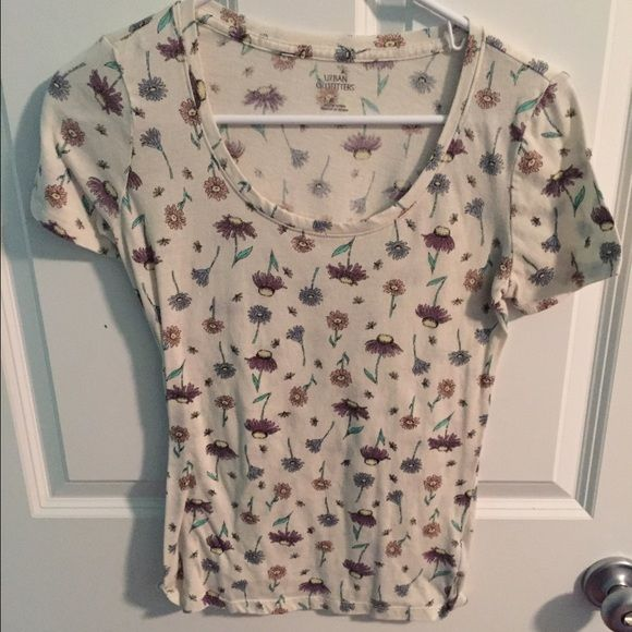 Urban Outfitters floral short sleeve tee Worn twice. Great condition. Make an offer! Urban Outfitters Tops Tees - Short Sleeve