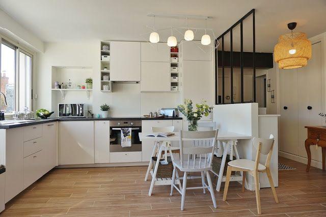 Cuisine blanche ouverte sur le salon salle manger for Verriere atelier blanche