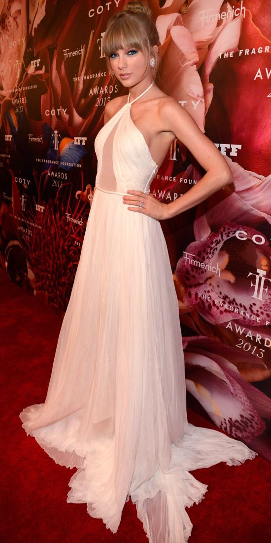 At the Fragrance Foundation Awards, Taylor Swift struck the right ...
