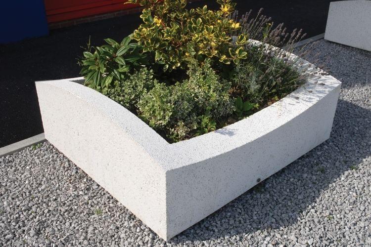 Idée Déco: Choisissez Le Conteneur En Béton Pour Vos Plantes ... Pflanzkubel Aus Beton Gestalterische Highlights