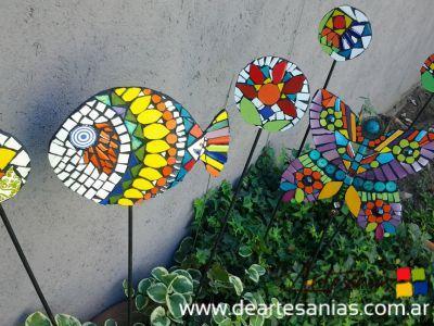 tutores para macetas en hierro y mosaico deartesanias