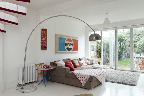 weißes retro haus mit roten akzenten - wie finden sie dieses ... - Wohnideen Minimalist Sofa