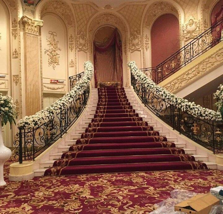 Pin By توصيل هدايا في الرياض On تزيين ابواب ومداخل بالورد Stairs Decor Home Decor