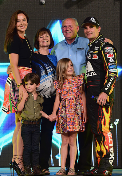 Jeff Gordon With His Mother Carol Stepfather John Wife Ingrid And Kids Ella And Leo Before His Last All Star Race Jeff Gordon Nascar Nascar Nascar Racing