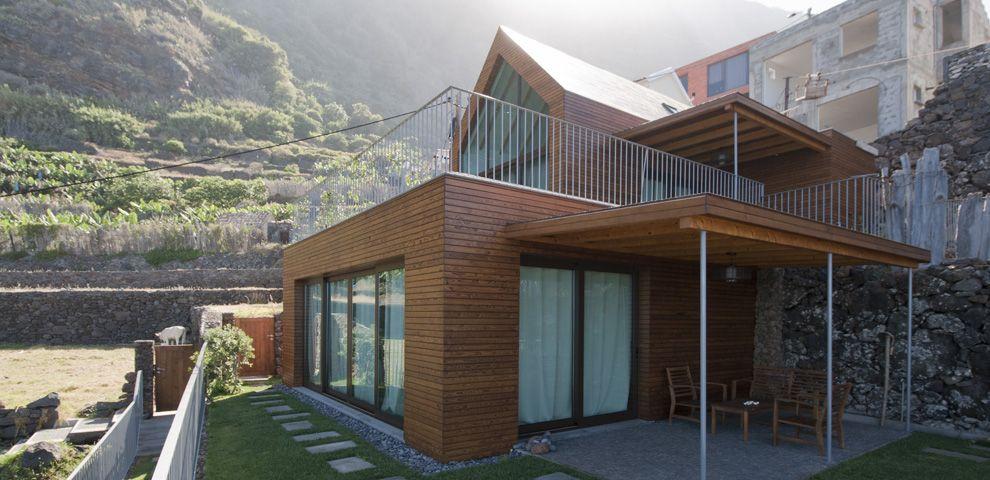 imagen 2 de Vivir en Madeira, en una casa con piscina infinita.