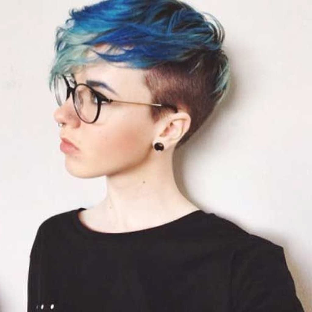 Pictures Of Womens Hairstyles With The Sides Shaved Womens Hairstyles Shaved Side Hairstyles Short Hair Shaved Sides Cute Pixie Haircuts