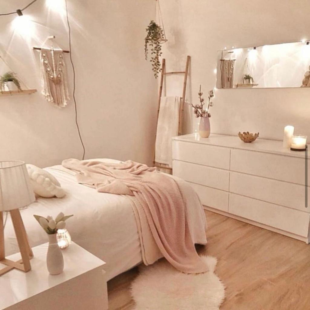 Chambre Epuree Blanc Et Bois In 2020 Luxury Bedroom Decor Dorm Room Decor Room Decor