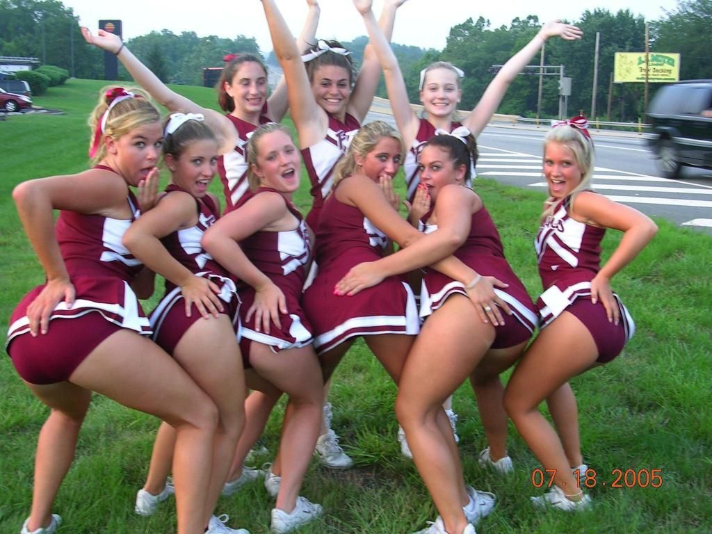 College cheerleader upskirt oops photo