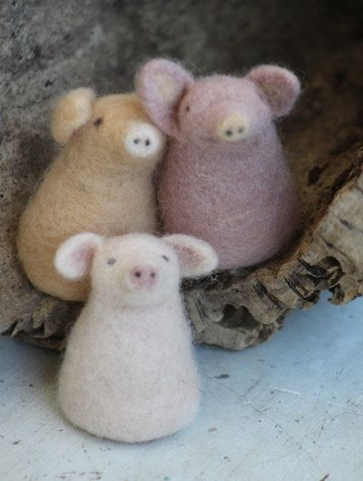 Needle felted three little pigs finger puppets