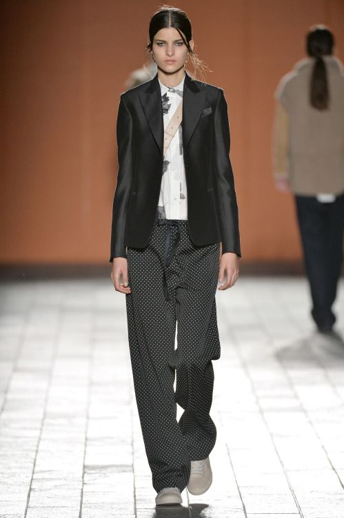 Form-fitting women's tuxedo jackets make for a brilliant and unexpected pairing with pyjama style pants at the @PaulSmithDesign #LFW #AW15 show