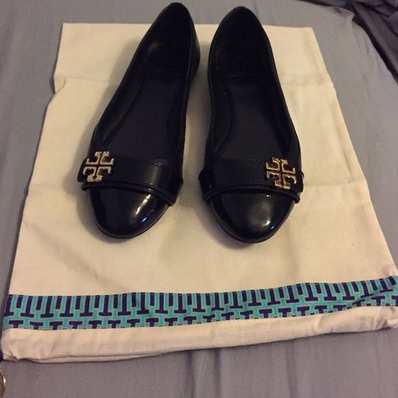 HP 1/6 Tory Burch Eloise Ballet Flat Ballet flat barely worn. If you like black patent leather with gold detail, then this is the shoe for you! Best in Shoes and Boots Host Pick!! Tory Burch Shoes Flats & Loafers